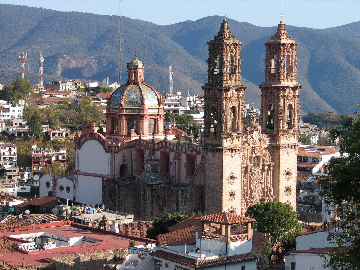 10 lugares cerca de la CDMX para darte una escapada en Semana Santa y sus platillos típicos