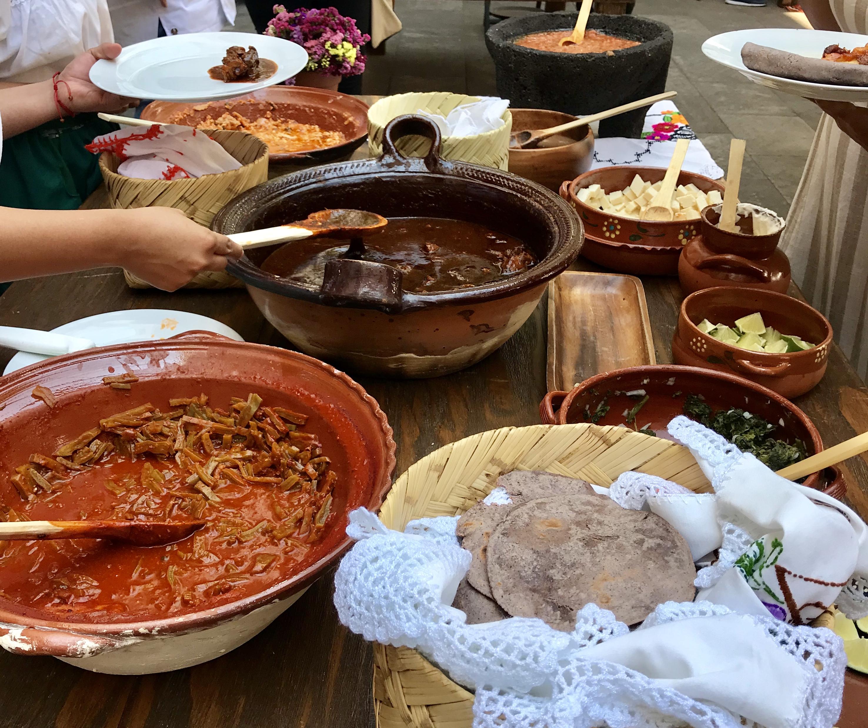 Mesa de gastronomía mexicana, cocina michoacana.
