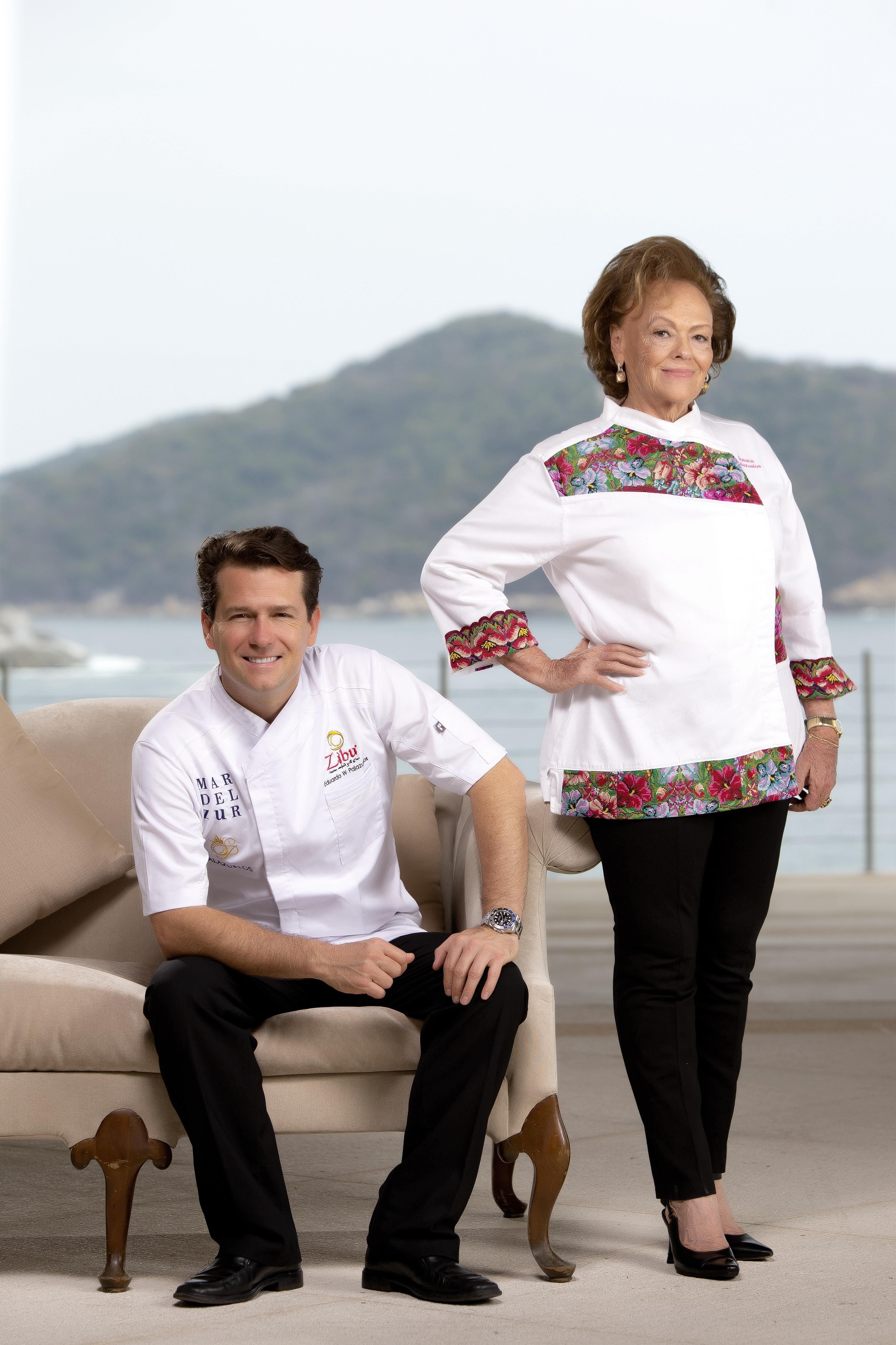 chefs cocinando con sus mamás