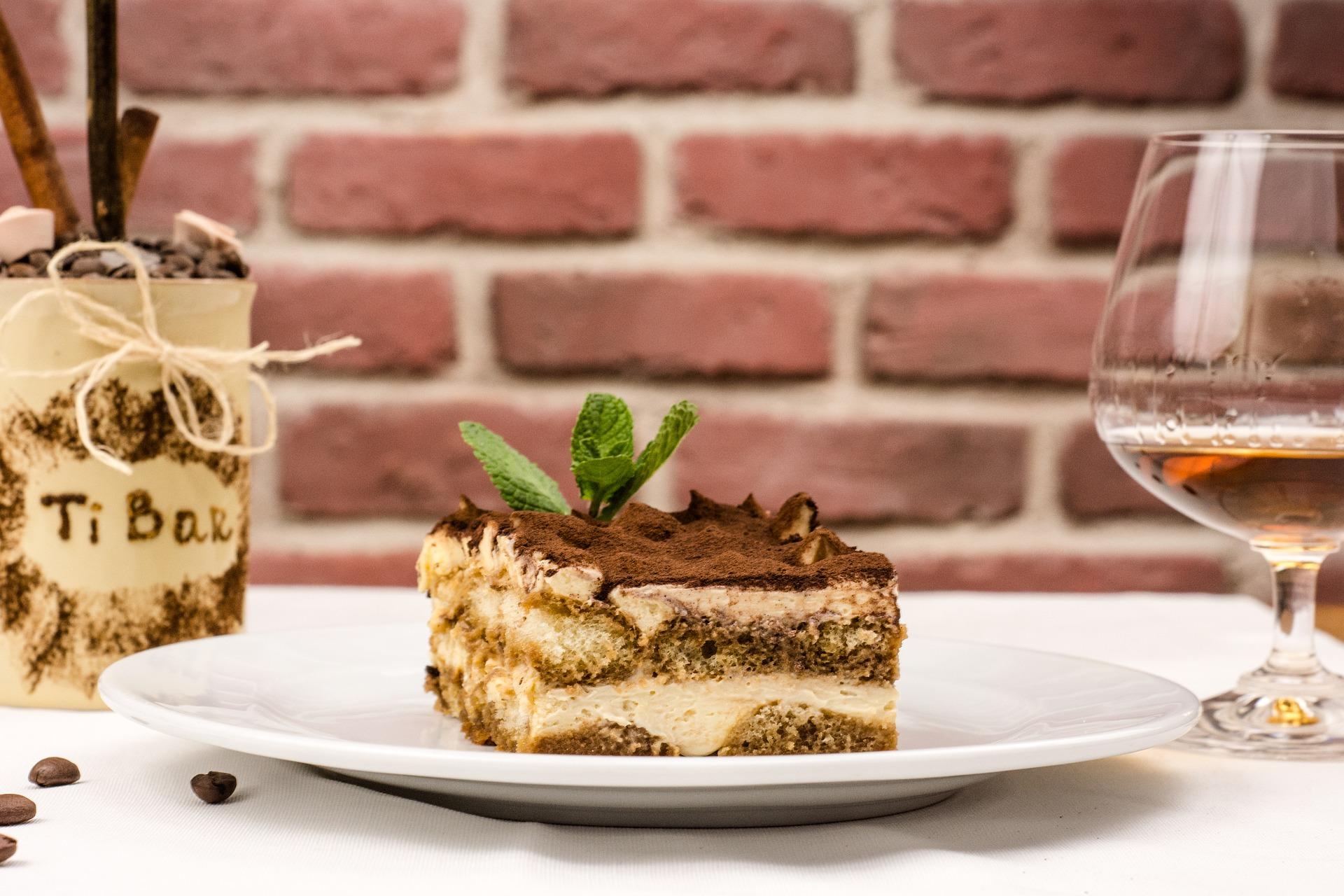 Tiramisú clásico en la comida italiana