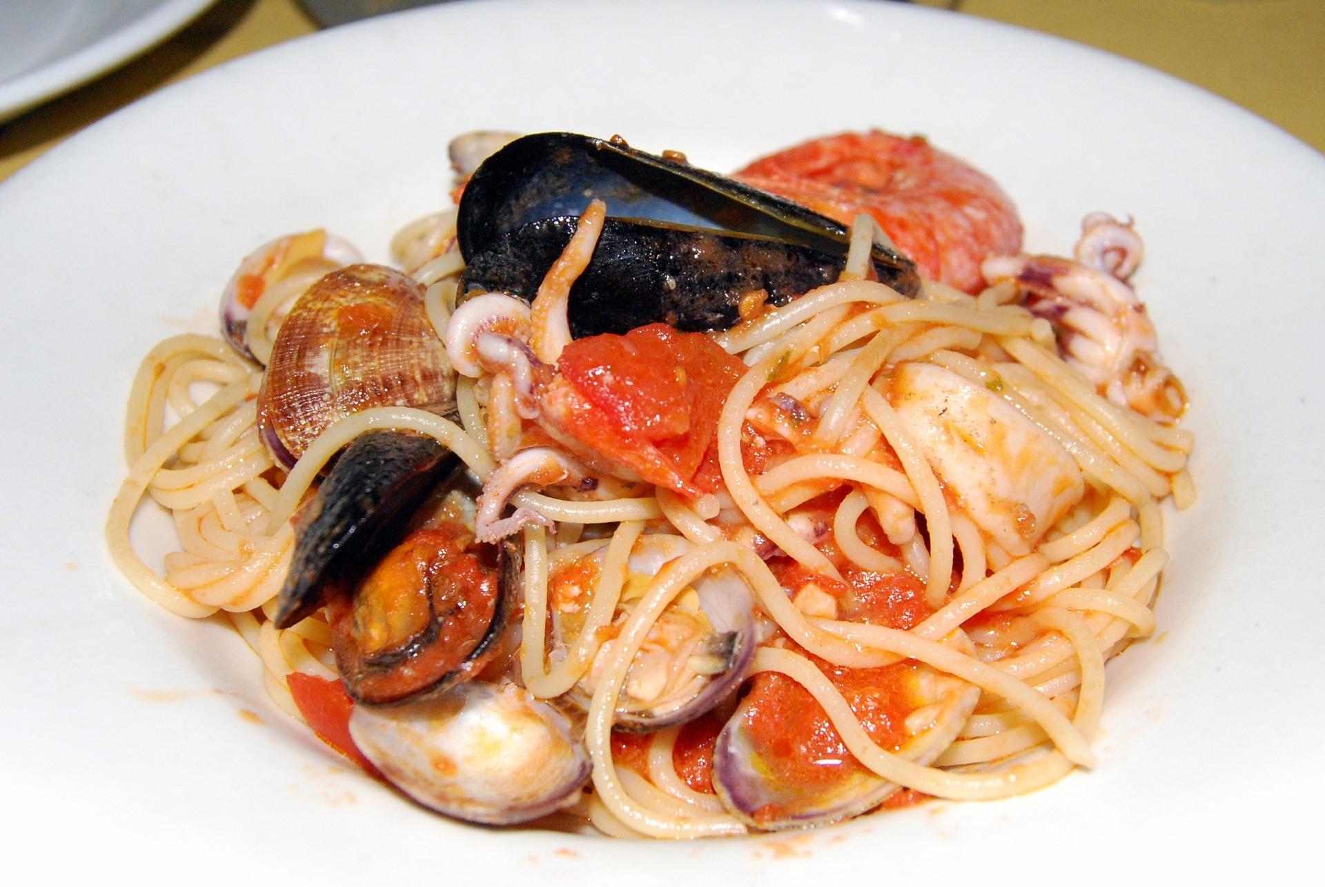 Spaguetti scoglio en la comida italiana.