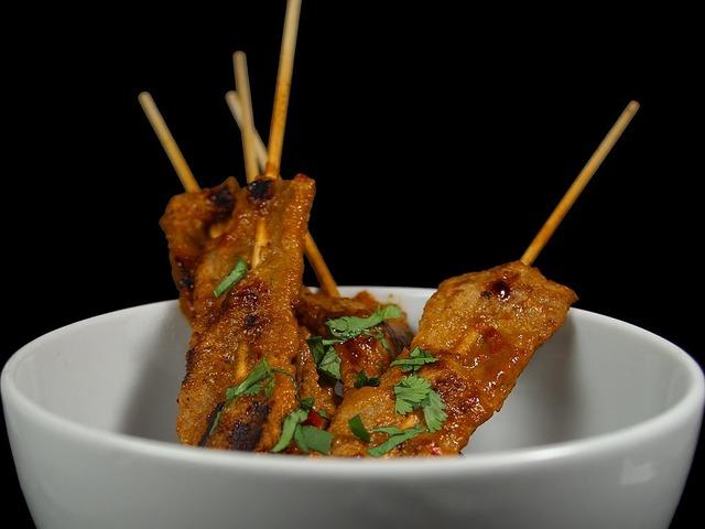 Satay de la cocina tailandesa.