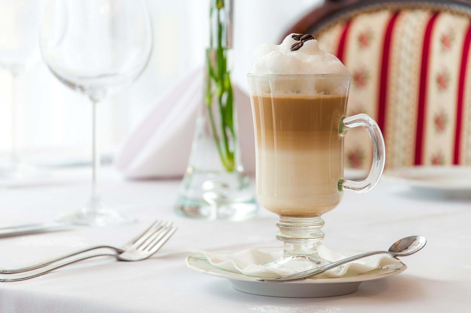 Capuchino latte mocha diferencias entre cafés