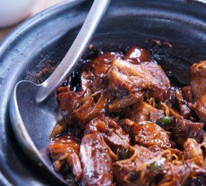 receta fácil y rica cerdo braseado con adobo de chiles y cerveza