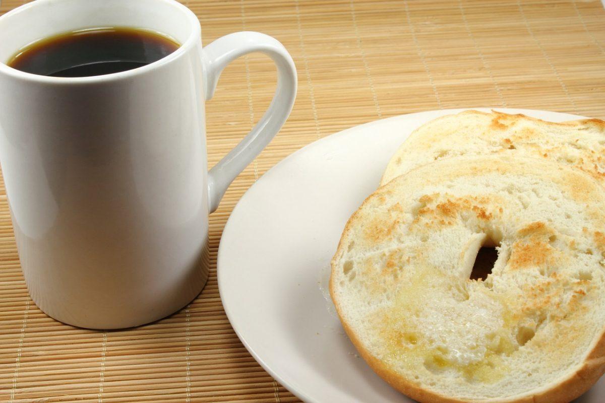 café y bagel tostaad