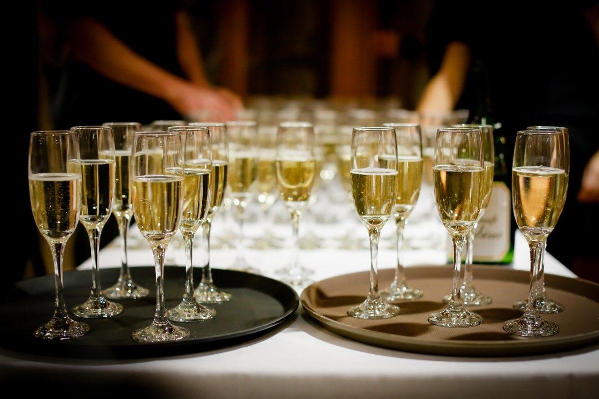 champaña en la fiesta de fin de año