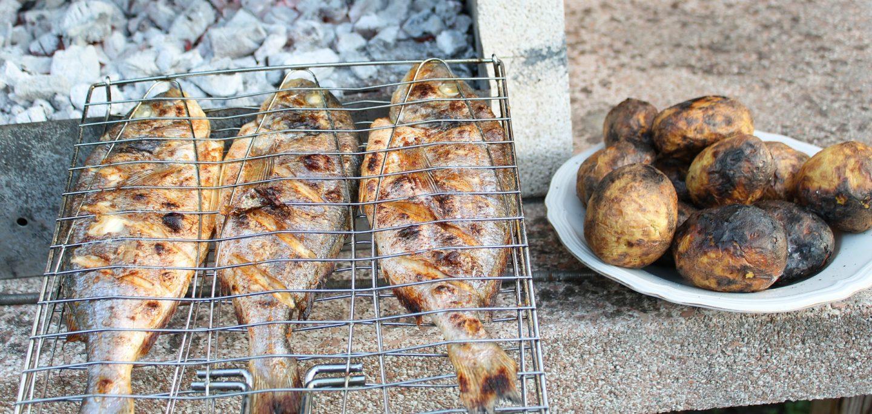 papas rostizadas al grill verduras asador