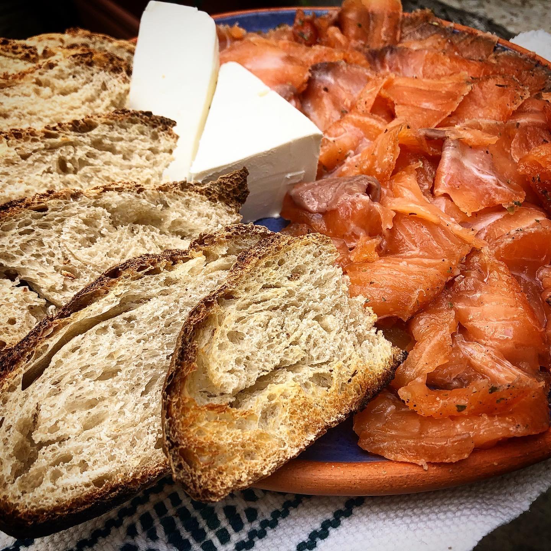 cocinar salmón gravlax