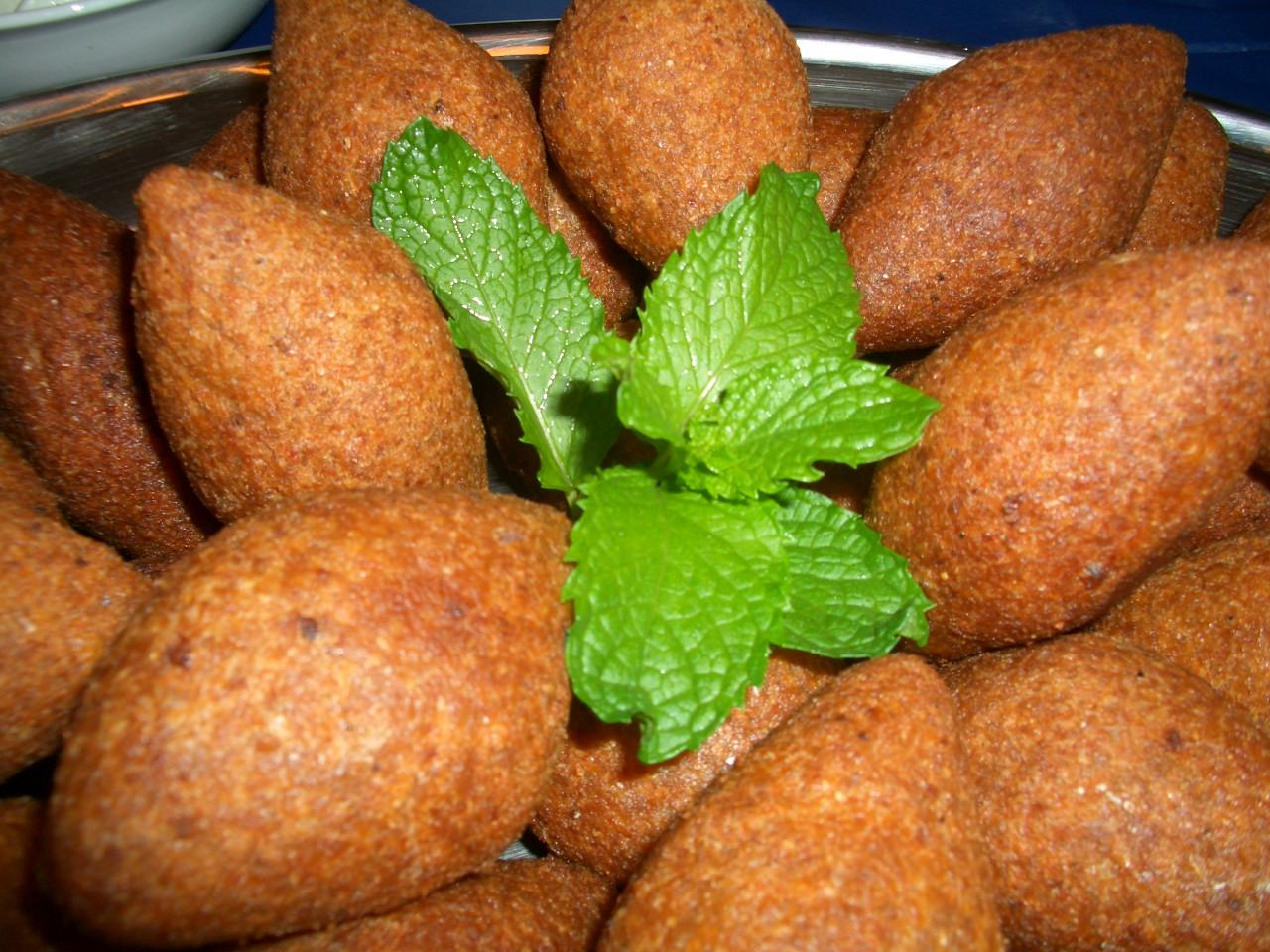 comida libanesa kibbeh frito