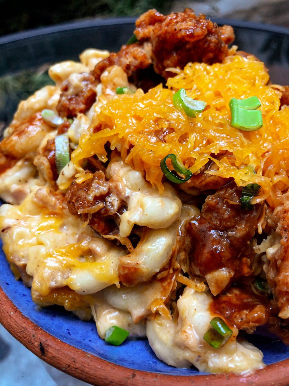 mac and cheese corazón de pollo frito